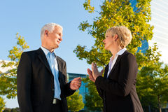 Business people talking outdoors Royalty Free Stock Photos