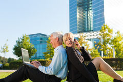 Free Business People Working Outdoors Royalty Free Stock Photo - 32739145