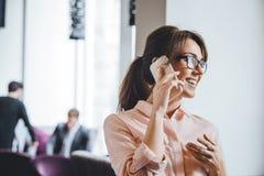 business phone woman Royaltyfri Fotografi