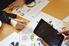 Business Projet de démarrage La présentation d'idée, analysent des plans photo libre de droits