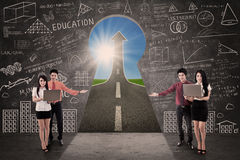 Business team present success road on blackboard i Royalty Free Stock Photos