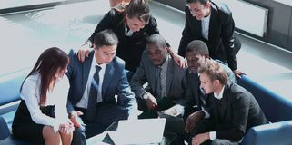 Business team working together to achieve better results Royalty Free Stock Photos