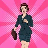 2 business woman 愉快的妇女 带着手提箱的妇女 流行艺术横幅 库存照片