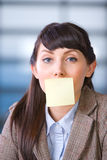 Business woman with blank post it Royalty Free Stock Photography