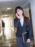 Business woman with cellphone Royalty Free Stock Photos