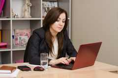 Business woman at the computer prints document Royalty Free Stock Photography