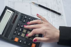 Business woman. Counting with a calculator Royalty Free Stock Photos