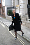 Business woman crossing road Royalty Free Stock Photos