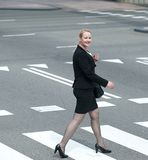 Business woman crossing the street in the city Royalty Free Stock Photography