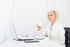 Business woman drink coffee at office desk Royalty Free Stock Photography