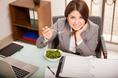 Business woman eating salad Royalty Free Stock Photography