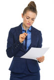 Business woman examining document Royalty Free Stock Images