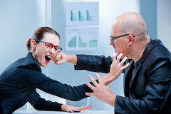 Business woman fighting business man Royalty Free Stock Images