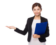 Business woman with folder and hand show with blank sign Royalty Free Stock Photography