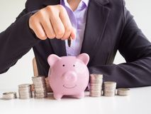 Free Business Woman Hand Putting Coin Into Pink Piggy Bank, Saving Money For Future Plan And Retirement Fund Concept Royalty Free Stock Photos - 157281838