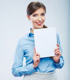 Business woman hold banner, white background    po Royalty Free Stock Photos