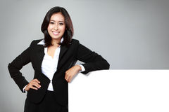 Business woman holding a blank billboard Royalty Free Stock Photos