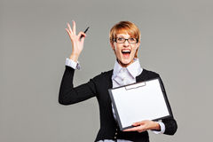 Business woman holding a clipboard with blank paper and expressing a great idea Royalty Free Stock Photos