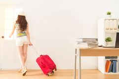 Business woman holding suitcase  get away Royalty Free Stock Photos