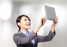 Business woman holding a tablet pc Royalty Free Stock Photos