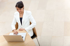 Business woman on a laptop Royalty Free Stock Image