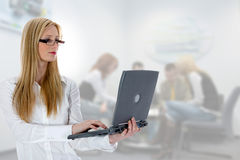 Business woman and laptop Royalty Free Stock Photography