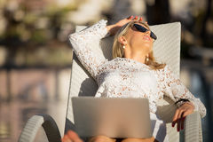 Business woman with laptop computer relaxing on vacation Royalty Free Stock Photography
