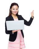 Business woman with laptop computer and thumb up Royalty Free Stock Photos