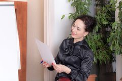 Business woman looking at the document. Royalty Free Stock Images