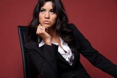 Business-woman nel nero. Fotografie Stock