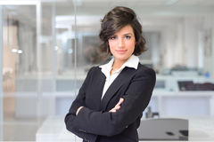 Business woman in an office. Crossed arms Royalty Free Stock Photography