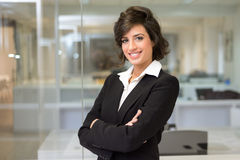 Business woman in an office. Crossed arms Royalty Free Stock Photo