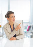Business woman in office pointing on copy space Royalty Free Stock Photo