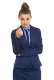Business woman pointing in camera with pen Royalty Free Stock Photography