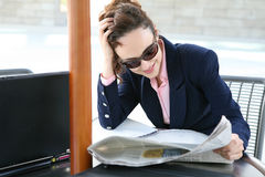 Business Woman Reading Royalty Free Stock Photography