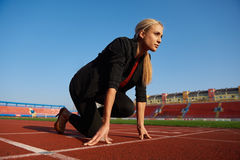 Business woman ready to sprint Royalty Free Stock Photography