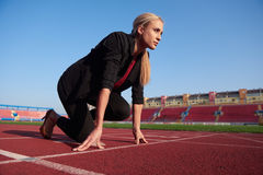 Business woman ready to sprint Royalty Free Stock Image