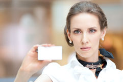 Business woman showing her blank business card Royalty Free Stock Images
