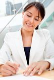 Business woman signing a contract Royalty Free Stock Photography