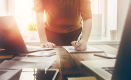 Business woman signing documents Royalty Free Stock Photo