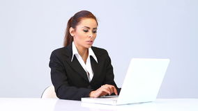 Business woman sitting at the desk and using laptop Royalty Free Stock Photo