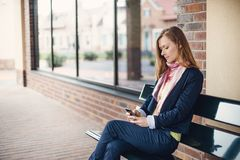 Business woman with smart phone Royalty Free Stock Images