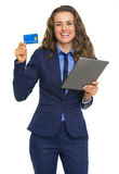 Business woman with tablet pc showing credit card Royalty Free Stock Images