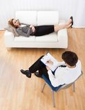 Business woman talking to his psychiatrist explaining something Royalty Free Stock Photography