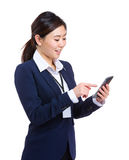 Business woman text from her cellphone Royalty Free Stock Photos