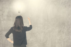 Free Business Woman Thinking Idea Bulb And Writing On Blank Wall For Text And Background Royalty Free Stock Images - 48559369