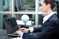 Business woman typing on laptop Royalty Free Stock Photography