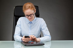 Business Woman Typing on Mobile Phone Royalty Free Stock Photography