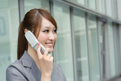 Business woman using cellphone Royalty Free Stock Photos