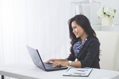 Business woman using laptop Royalty Free Stock Image
